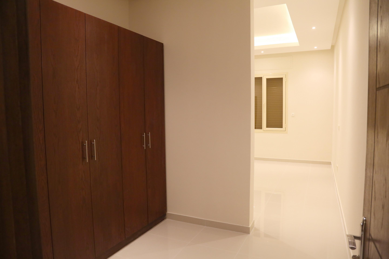 al siddiq villa kuwait  Bedroom Entrance