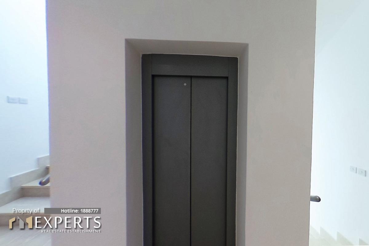 21_1st_Elevator